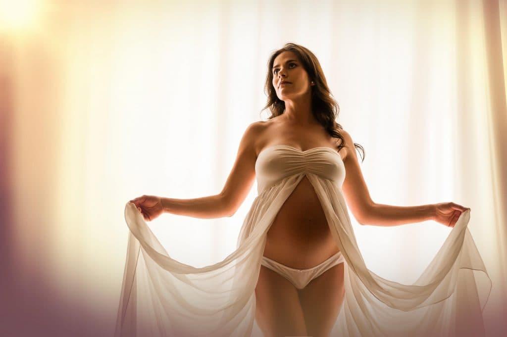 Schwangerschaft Fotograf Monika Kessler aus Vorarlberg zeigt Babybauchfotos